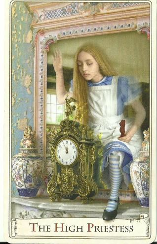 Alicja po drugiej stronie lustra - Kapłanka